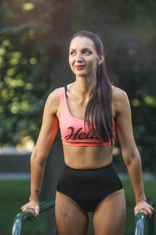 http://streaming.yayimages.com/images/photographer/denis-kornilov/a08e7e391ff7102f300a003f0c00daf9/young-strong-girl-do-exercises-during-street-workout.jpg